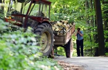 traktori drute policia