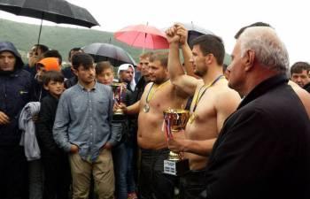 Dragashi organizoi garën e pehlivanëve – Ja kush janë fituesit!