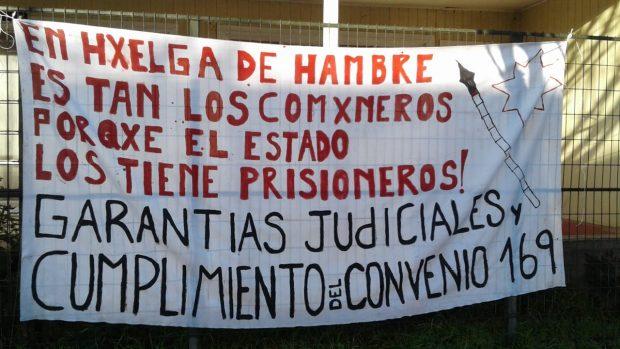 Durante esta semana los comuneros mapuche en huelga de hambre de las cárceles de Angol y Lebu han radicalizado sus posturas. Al terminar esta semana los 19 habrán iniciado una huelga seca. Foto: Radio UChile.