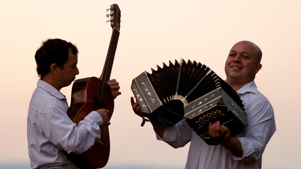 Juan y Marcos Núnez, abrazados al sonido de sus guitarras