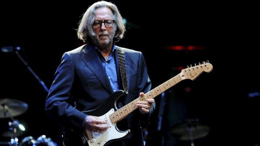 Eric Clapton contó que pensó que no iba a poder volver a tocar por el dolor que sentía en su brazo, tras recibir la inoculación, algo que nunca sucedió.