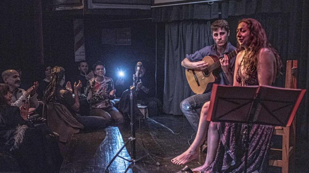 Morán y Martine, como Los Musicantes se presentan en Villa Crespo