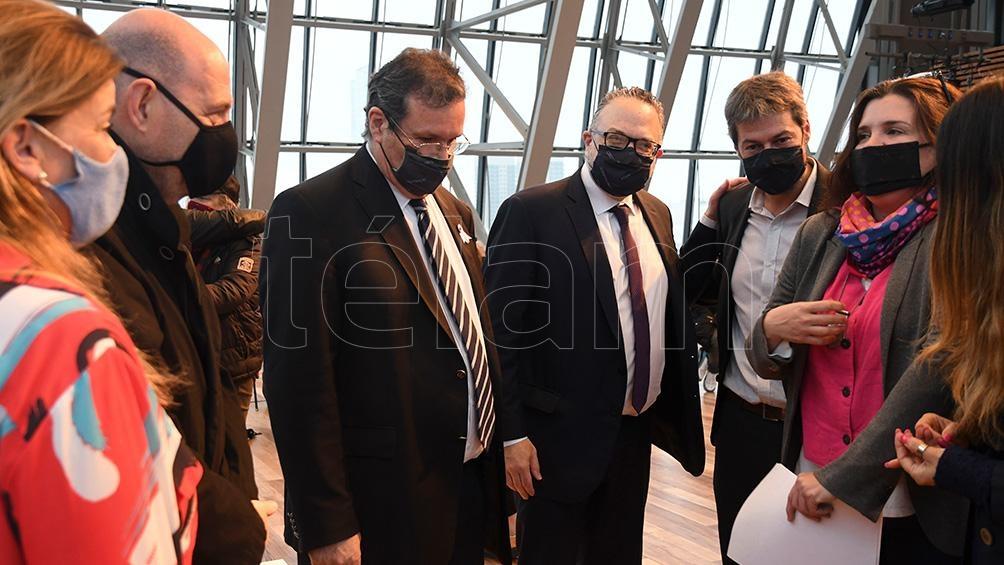 Tristan Bauer (en el centro) junto a Matías Kulfas y Matías Lammens en el acto del CCK (Foto: Daniel Dabove)