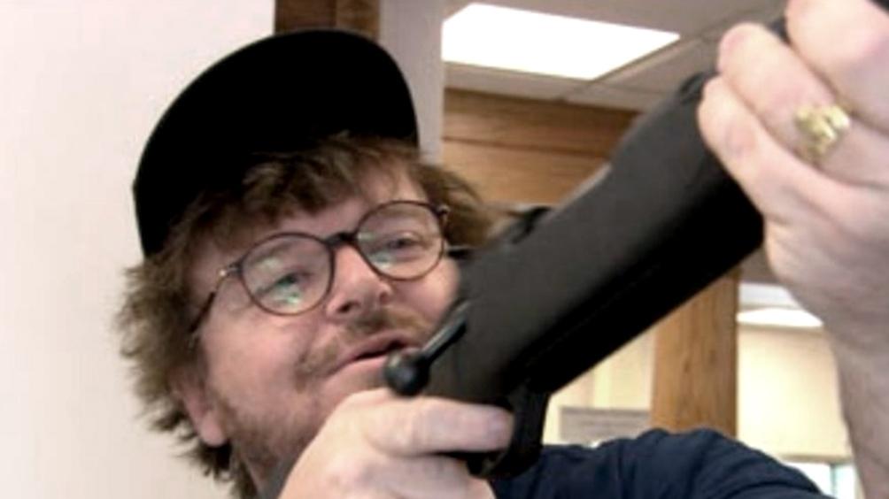 "Michael Moore, director y relator de ""Bowling for Columbine"""
