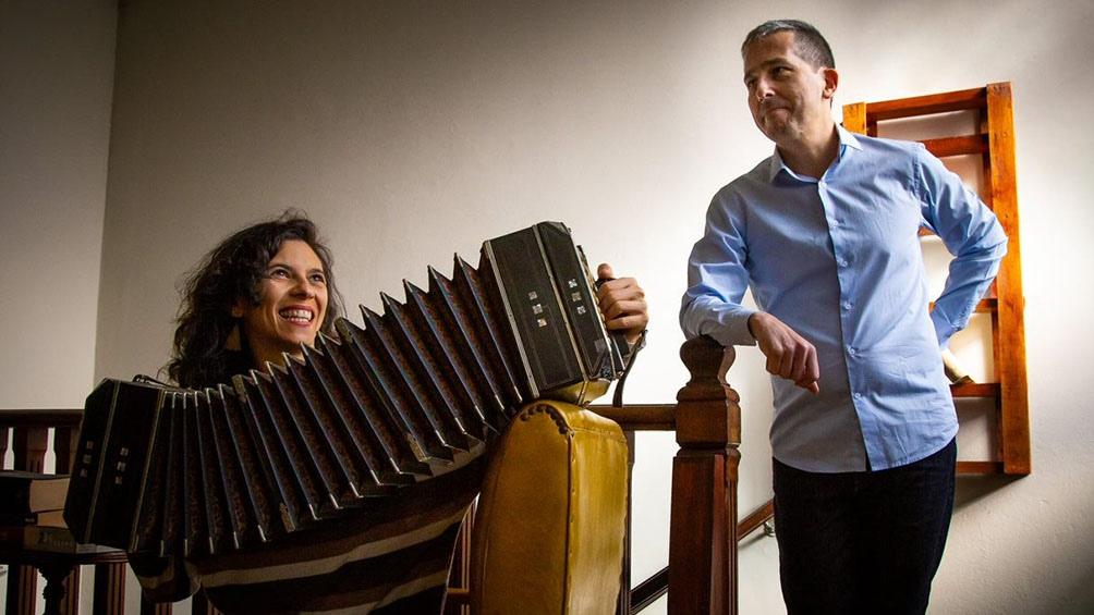 Cindy Harcha, el alma del bandoneón, con Damián Fontenla.
