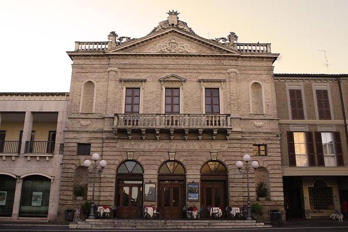 """Atri, 21 giugno 2017 """"Merli Bianchi"""" al teatro Comunale"""