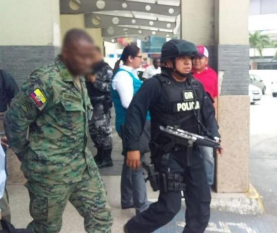 FISCALÍA INVESTIGA A MILITARES POR POSIBLE RELACIÓN CON 'GUACHO'