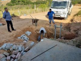 Obras de pavimentação da Rua Hilda Augustinha Soar...