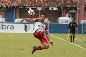 Com dois gols de Edu Brusque vence o Guarani dentr...