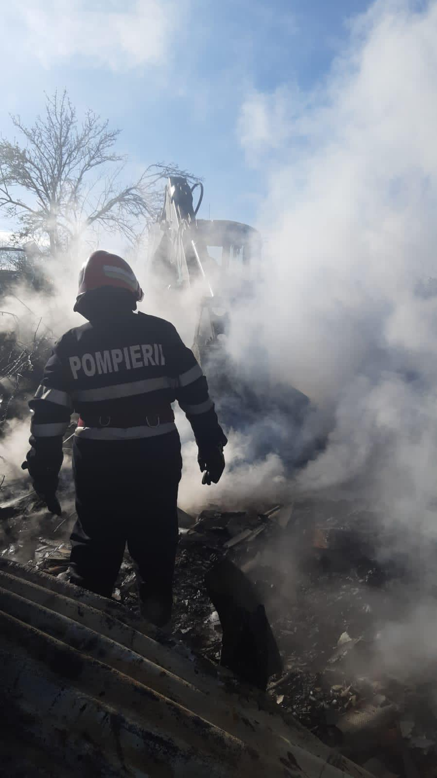 Doua case si o hala de depozitare din Tulcea victimele cosului de fum necuratat.