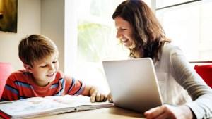 Părinţii îşi pot lua zile libere plătite pentru supravegherea copiilor și în 2021, până în vară, pe toată perioada cât se fac cursuri online