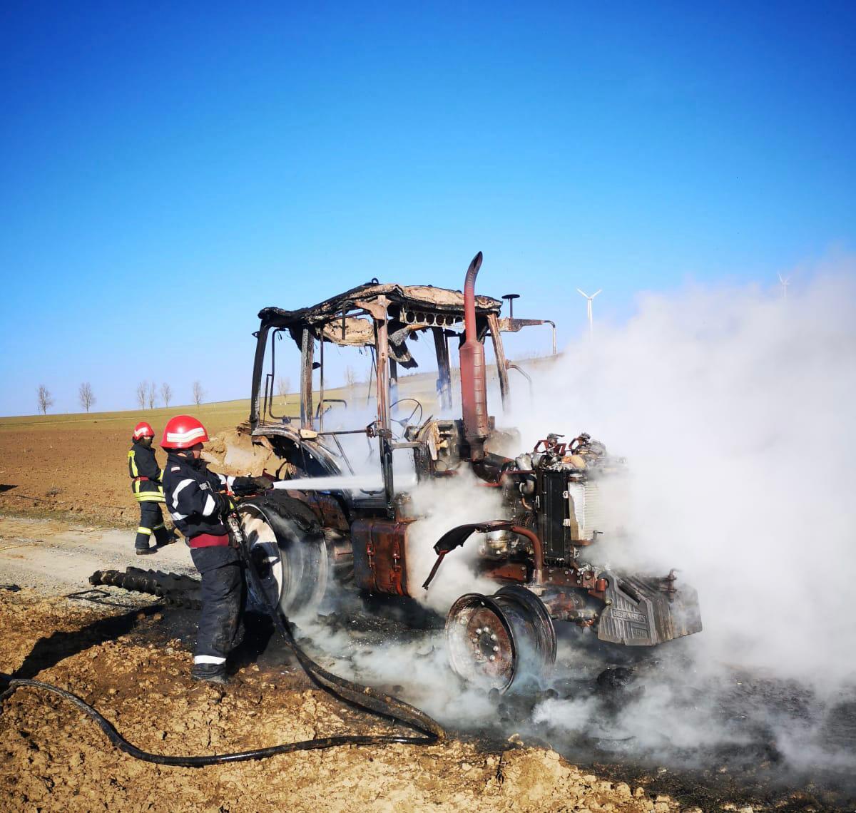 Tractor ars din cauza unui scurtcircuit electric