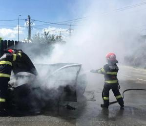 Mașină în flăcări în Cartierul Nou!