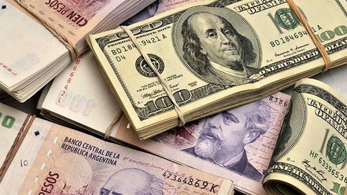 El dólar rozó los $61 y anotó su décima suba en fila, pese a ventas del BCRA