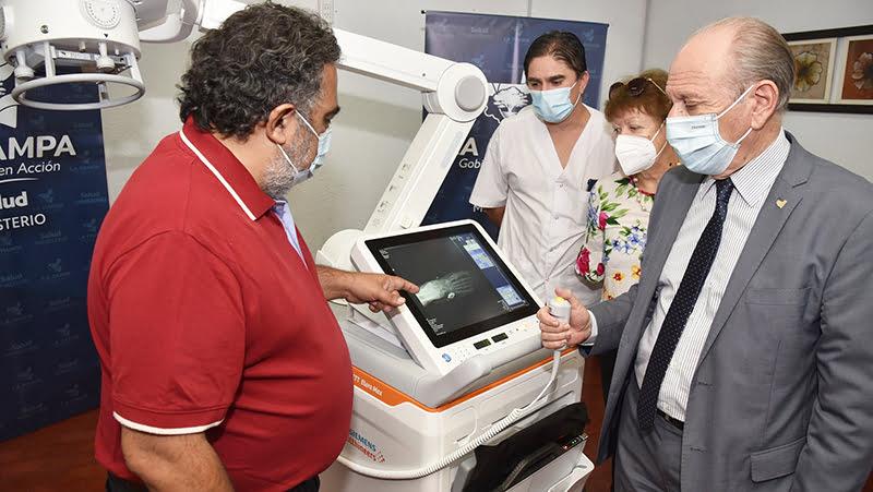 """Entregaron moderno equipo móvil de Rayos X al Hospital """"Padre Buodo"""" de General Acha"""