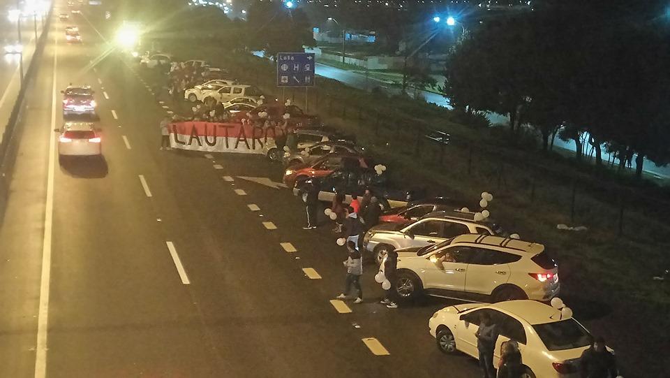 VIDEO | Emotiva recepción de amigos Lotinos a Mineros fallecidos por volcamiento de bus en Iquique