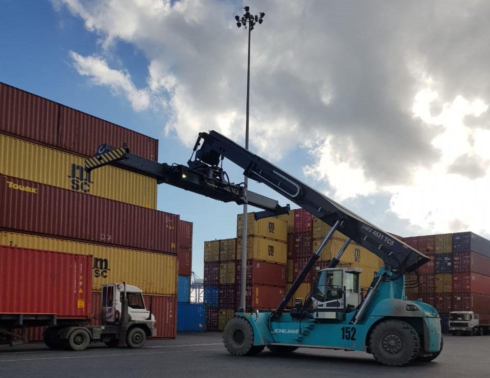 Puerto Coronel suma siete grúas para operar contenedores