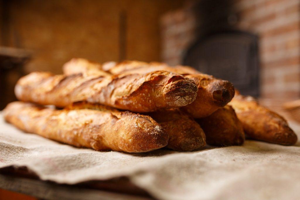 La Bible dit que, tous les ans au moment de la Pâque, les Israélites ne devaient manger que du pain sans levain, en commémoration de leur sortie de l'esclavage en Égypte.