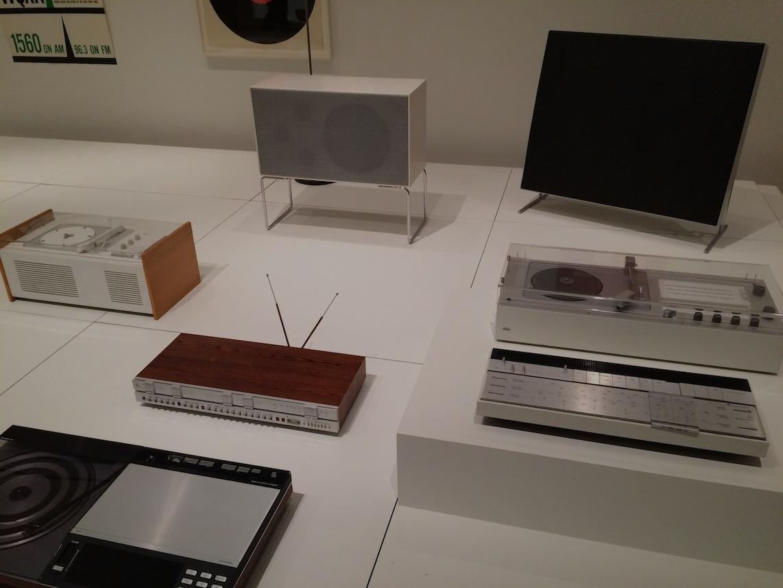 MoMA Radios años 60 y 70 B&O y Braun