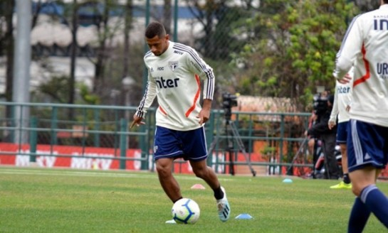 Futebol: ex-São Paulo está em Curitiba para acertar