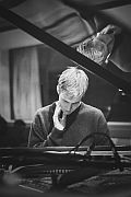 """""""Neue Anschläge""""  Wie junge PianistInnen ihren Ausdruck auf dem Klavier finden / Mit Elias Stemeseder, Magda Mayas, Fee Stracke und anderen"""