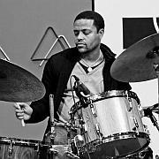 """""""Der Trommelweg – Vorbilder und Visionen"""" Eine Begegnung mit dem amerikanischen Drummer Nasheet Waits"""