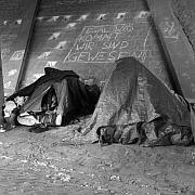 """Die Nachtstudio-Diskussion """"Arm und krank?"""" Soziale Ungleichheit in der Corona-Pandemie"""