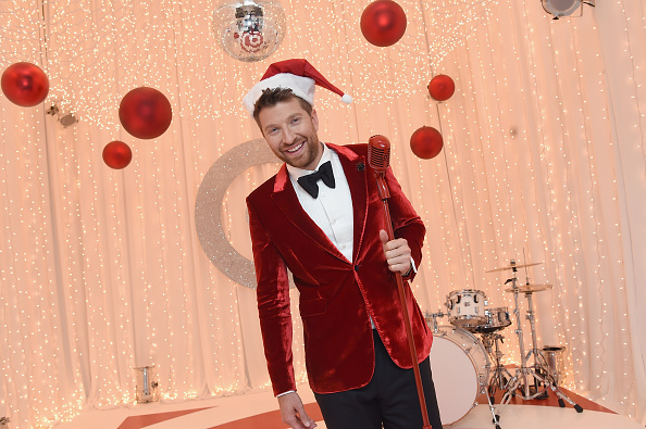 Brett Eldredge Just Announced His GLOW LIVE Christmas Tour!