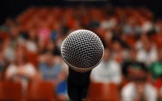 Como falar com microfone