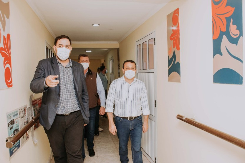 4 GACETILLA - Entrega de Cheque por Ampliacion Hogar Carmelina en Hospital SAMIC - L. N. Alem