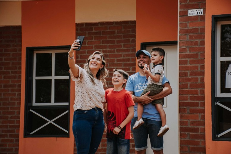 5 Entrega de 21 viviendas en el Barrio Las Leñas