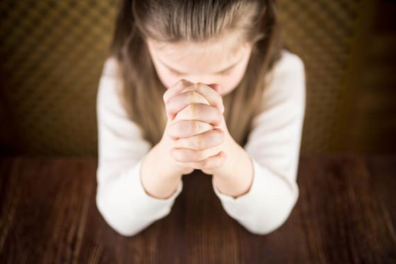 Según el estudio de Current Biology, los niños educados en hogares religiosos son menos generosos y altruistas que los niños de familias ateas o agnósticas. / Fotolia