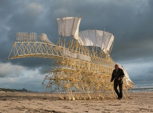 Theo Jansen y sus increíbles criaturas que caminan con energía eólica - s51-600x443