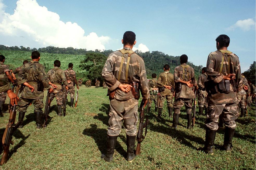 Cual desmovilización paramilitar? 14 grupos paramilitares en 149 municipios de Colombia - Paramilitares