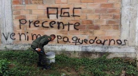 Paramilitares y fuerza pública agreden a comunidad en San José de Apartadó - Grafitis-AGC-San-Jose-Apartado-Comunidad-Paz_19-04-16_Foto-Acasa_02-1068x566-2