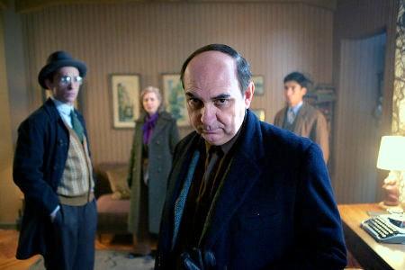 Luis Gnecco como Pablo Neruda, en primer plano. Foto: The Orchard