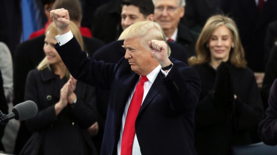 EIIL decapita muñeco de Trump y amenaza con atacar la Casa Blanca - trump
