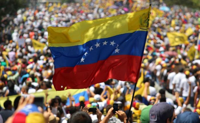 Rusia apela al diálogo en Venezuela rechazando la injerencia - venezuela-bandera