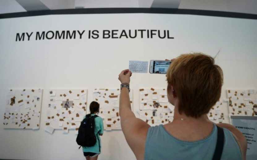 Una instalación de la artista Yoko Ono en el Museo y Jardín de Esculturas Smithsonian Hirshhorn de Washington DC, el 17 de junio de 2017 AFP/Archivos / MANDEL NGAN