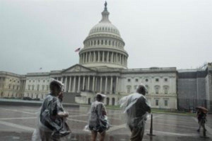 """Al Gore: """"EE.UU. tiene un partido afiliado a las idioteces"""" sobre el clima - capitolio-lluvia-wasig-300x200"""