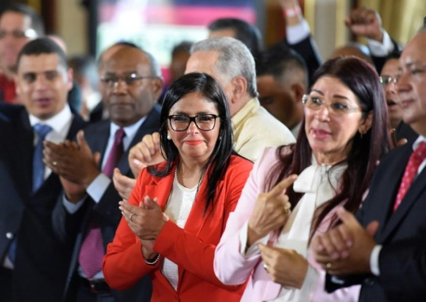 Los miembros de la Asamblea Constituyente, Delcy Rodríguez (c), Cilia Flores (2oD) y Diosdado Cabello (d) en el Congreso Nacional en Caracas el 4 de agosto de 2017 AFP / JUAN BARRETO