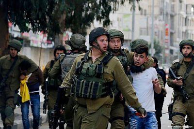 Amplían detención de chica palestina por golpear a soldados israelíes en Cisjordania