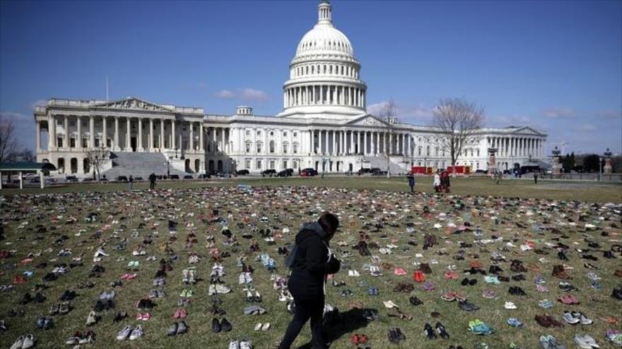 Con siete mil pares de zapatos protestan contra las armas en EEUU - 09452787_xl