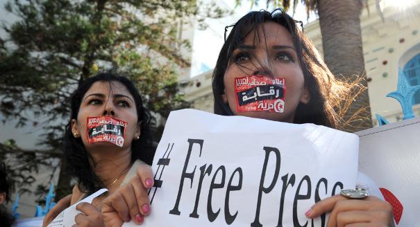 وزير الداخلية يعلن عن دليل لتنظيم العلاقة بين الأمن والصحافة