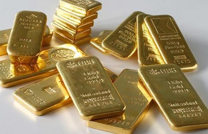 يعثر على 22 سبيكة ذهبية و3500 يورو ويسلّمها للشرطة