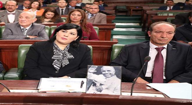 أول استقالة من البرلمان