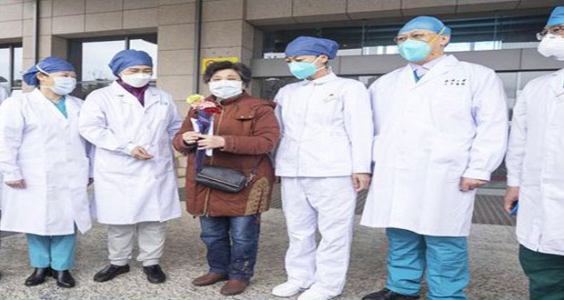 """مدينة ووهان الصينية """"تحتفل"""" بشفاء المريضة الـ600 من فيروس كورونا"""