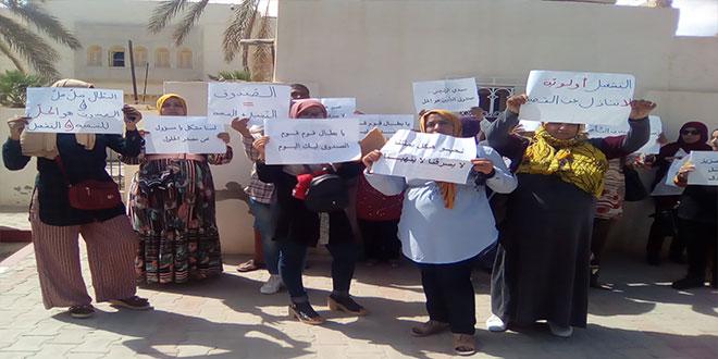 قبلي : وقفة احتجاجية لعدد من المعطلين عن العمل للمطالبة بإحداث صندوق للتأمين على البطالة (صور)