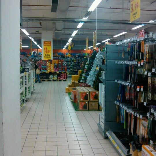 Supermercados não vão poder vender livros, roupa nem objetos de decoração