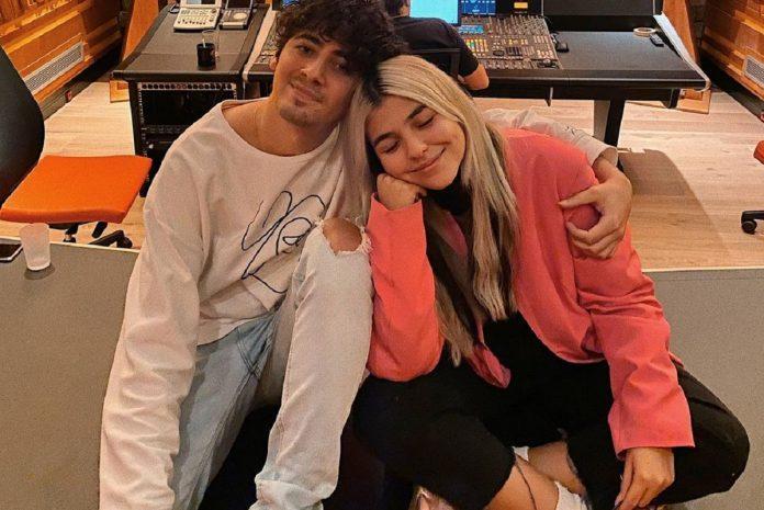 Tiago e Bárbara Bandeira cantam juntos em público pela primeira vez